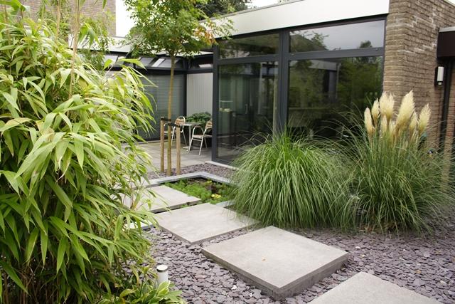 Moderne tuin uitbundig beplant frans houdijk stijltuinen
